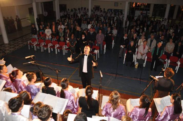 Marko Nesic conducts his choir in Serbia
